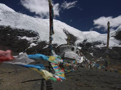Prayer flags mark a pass near Gyantse
