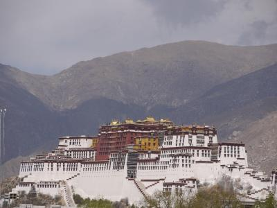 Potala Palace seen from the Jokhang monastery, Lhasa