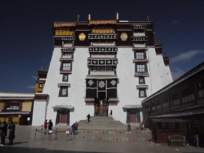 Entrance to the Potala Palace in Lhasa, throne room on top