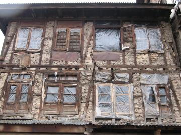 Ruined house in Srinagar