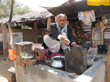 Tea vendor on the road to Bikaner